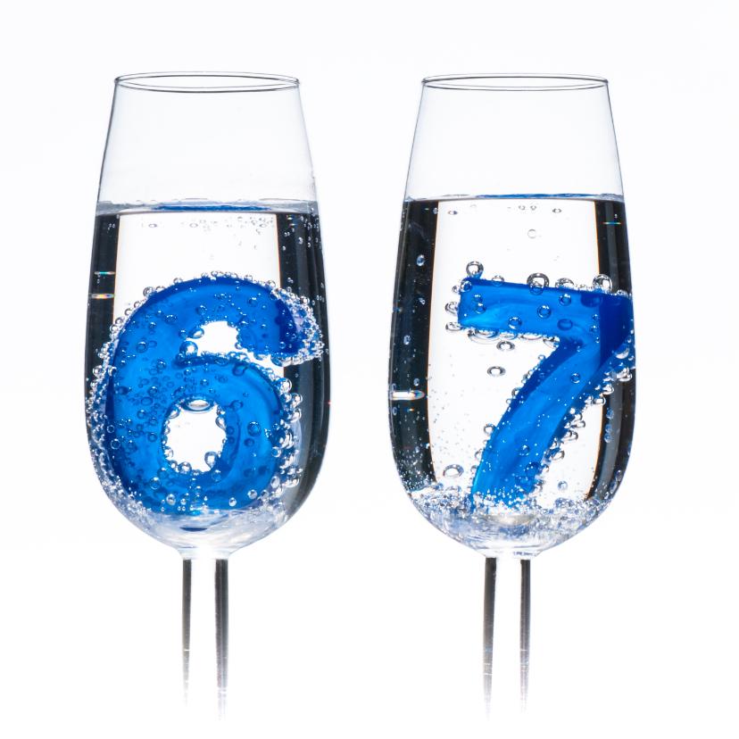 67 in champagne glazen met bubbels 2
