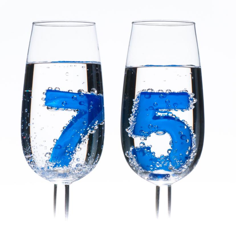 75 in champagne glazen met bubbels 2