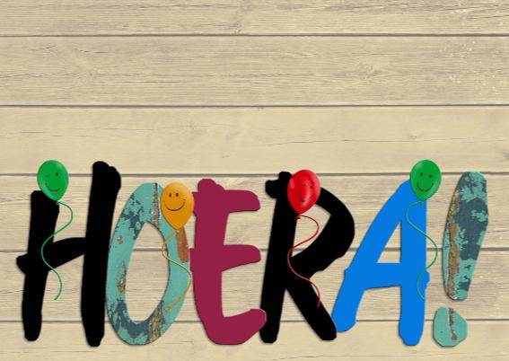 Hiep Hiep Hoera gekleurde tekst op steigerhout 3