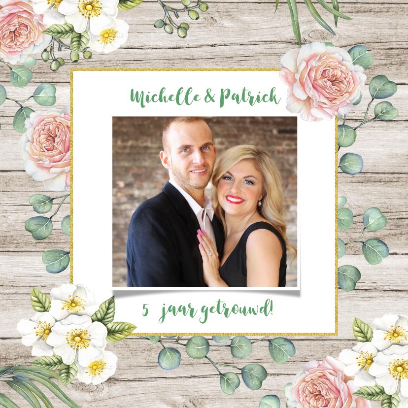 Jubileum huwelijk rozen op hout jubileumkaarten kaartje go