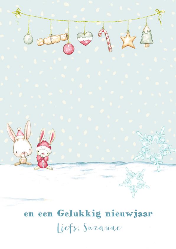 Kerstkaart meisje in de sneeuw met kerstversiering 3