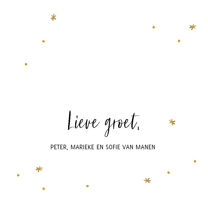 Kerstkaart met gouden sterretjes en handlettering tekst 3