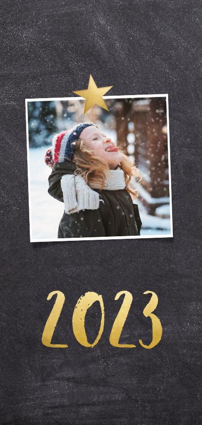 Langwerpige nieuwjaarskaart met een krijtbord achtergrond  2