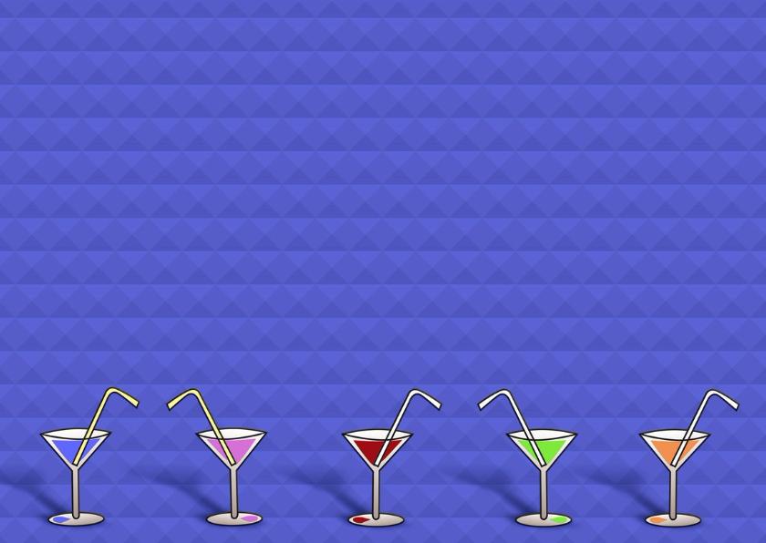 Leuke uitnodiging met glazen en tekst op blauwe achtergrond 3