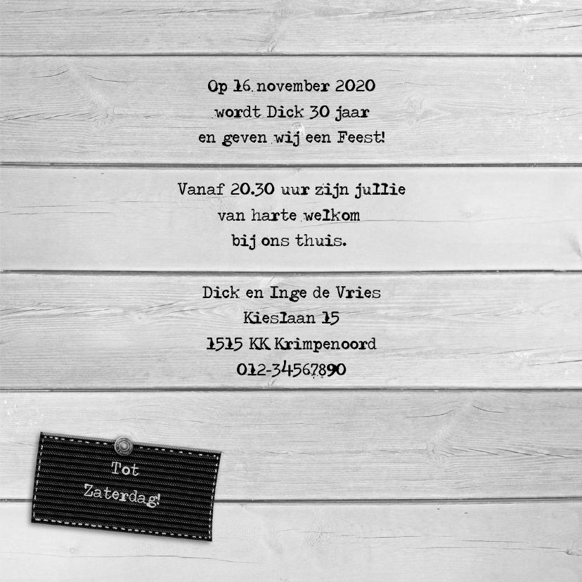 Leuke uitnodiging met hart aan touw op steigerhout 3