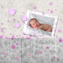 Geboortekaartjes - Meisje met hout en bloemen