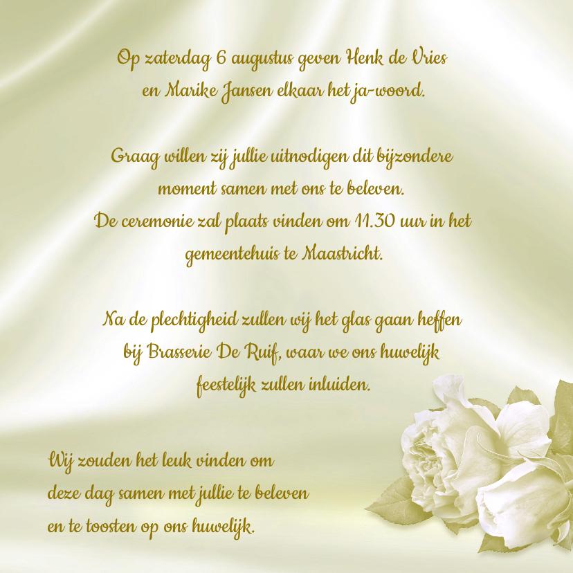 Mooie klassieke trouwkaart met witte rozen en foto op satijn 3