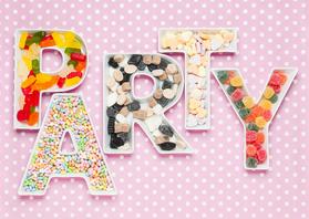 Uitnodigingen - Party bakjes met feestelijk snoep