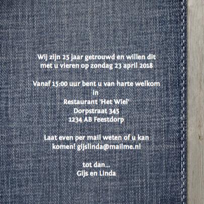Stijlvolle foto jubileumkaart met hout en jeans 3