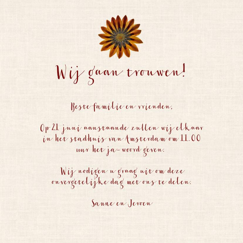 Trouwkaart met prachtige bloemenkrans 3