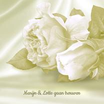 Trouwkaarten - Trouwkaart met rozen op satijn