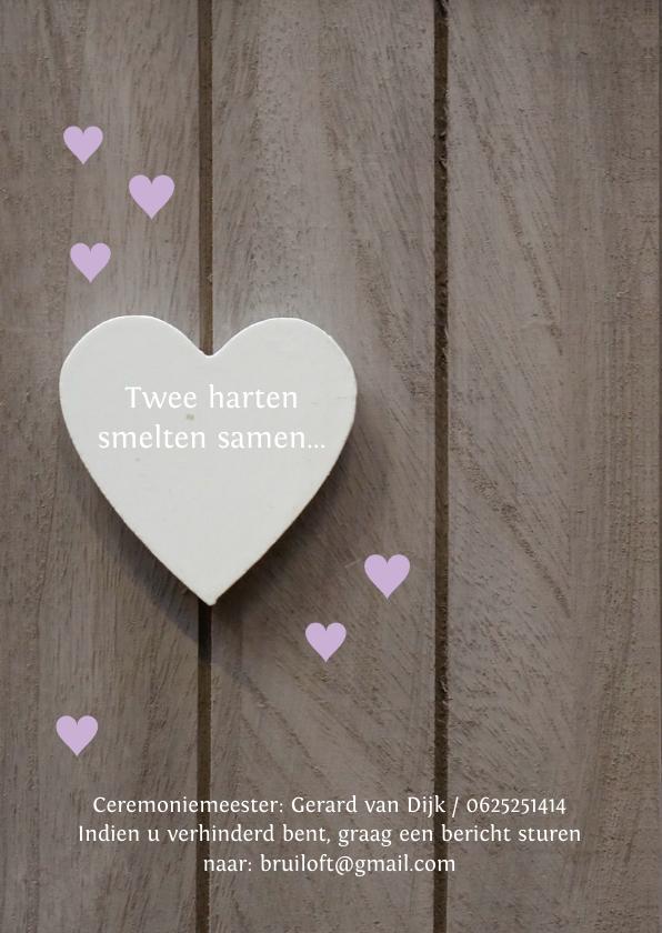 Trouwkaart paarse hartjes hout 2