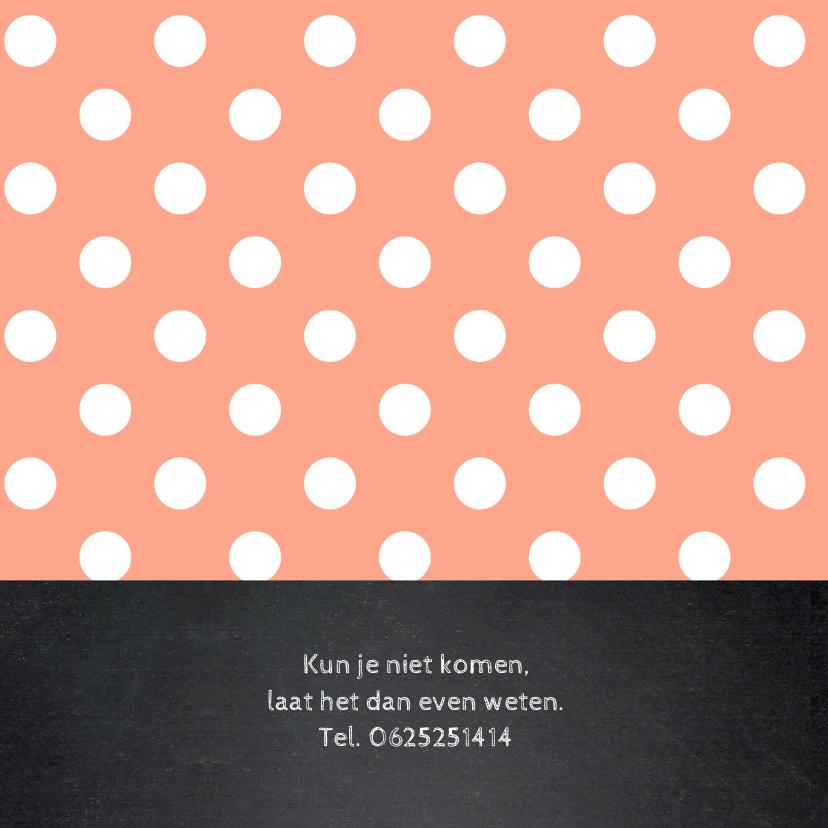 Uitnodiging verjaardag fotocollage stippen roze krijtbord 2