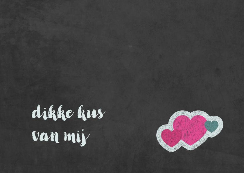 Valentijnskaart met wolk van hartjes op krijtbord 3
